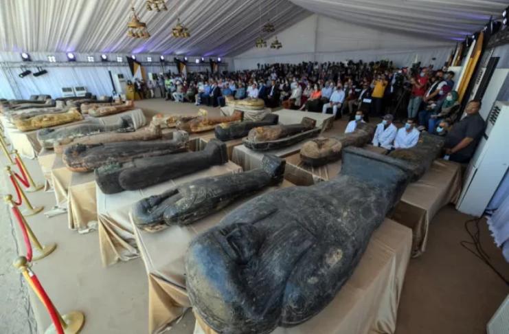 59 múmias de sacerdotes e estátuas de um deus incomum desenterradas no Egito
