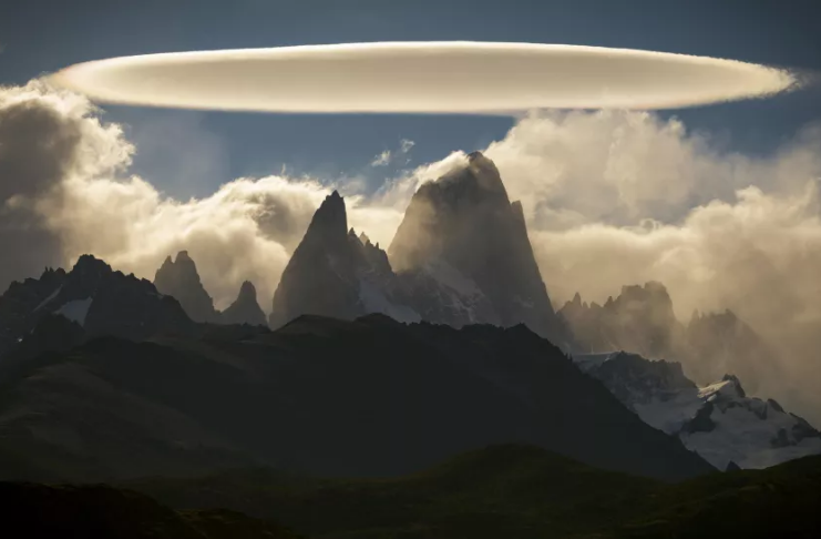 'Nuvem de OVNIs' fantasmagórica impressiona os juízes no concurso de fotos do tempo