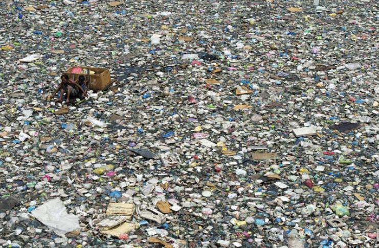 Apenas 10 sistemas fluviais contribuem com até 95% do plástico nos oceanos