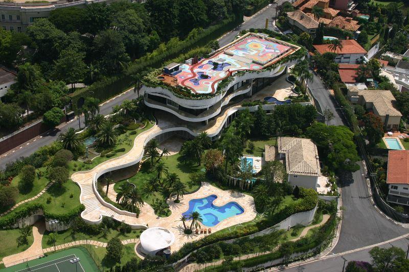 Conheça a casas mais luxuosas dos famosos brasileiros